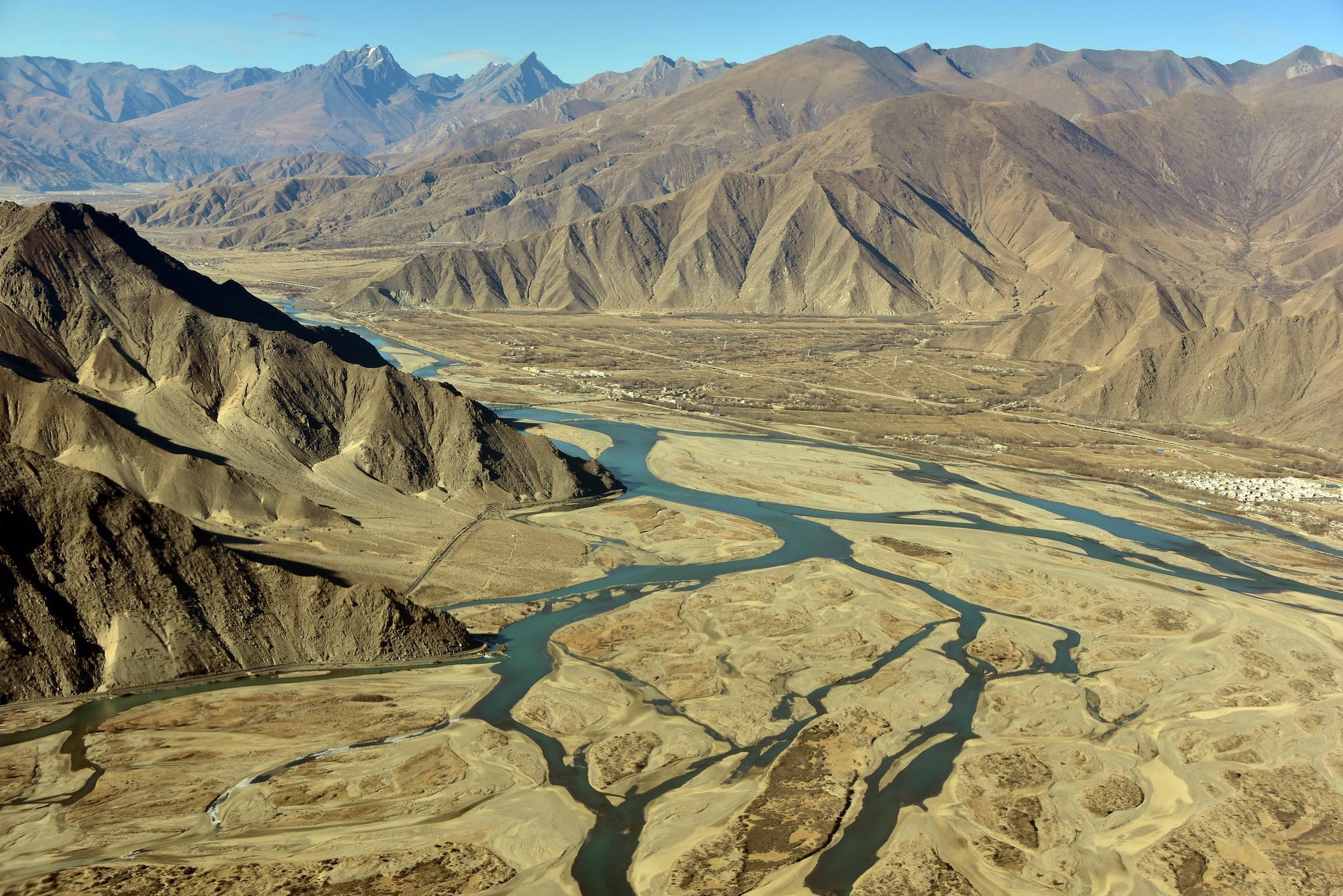 1月3日,航拍拉萨河谷。摄影/章轲