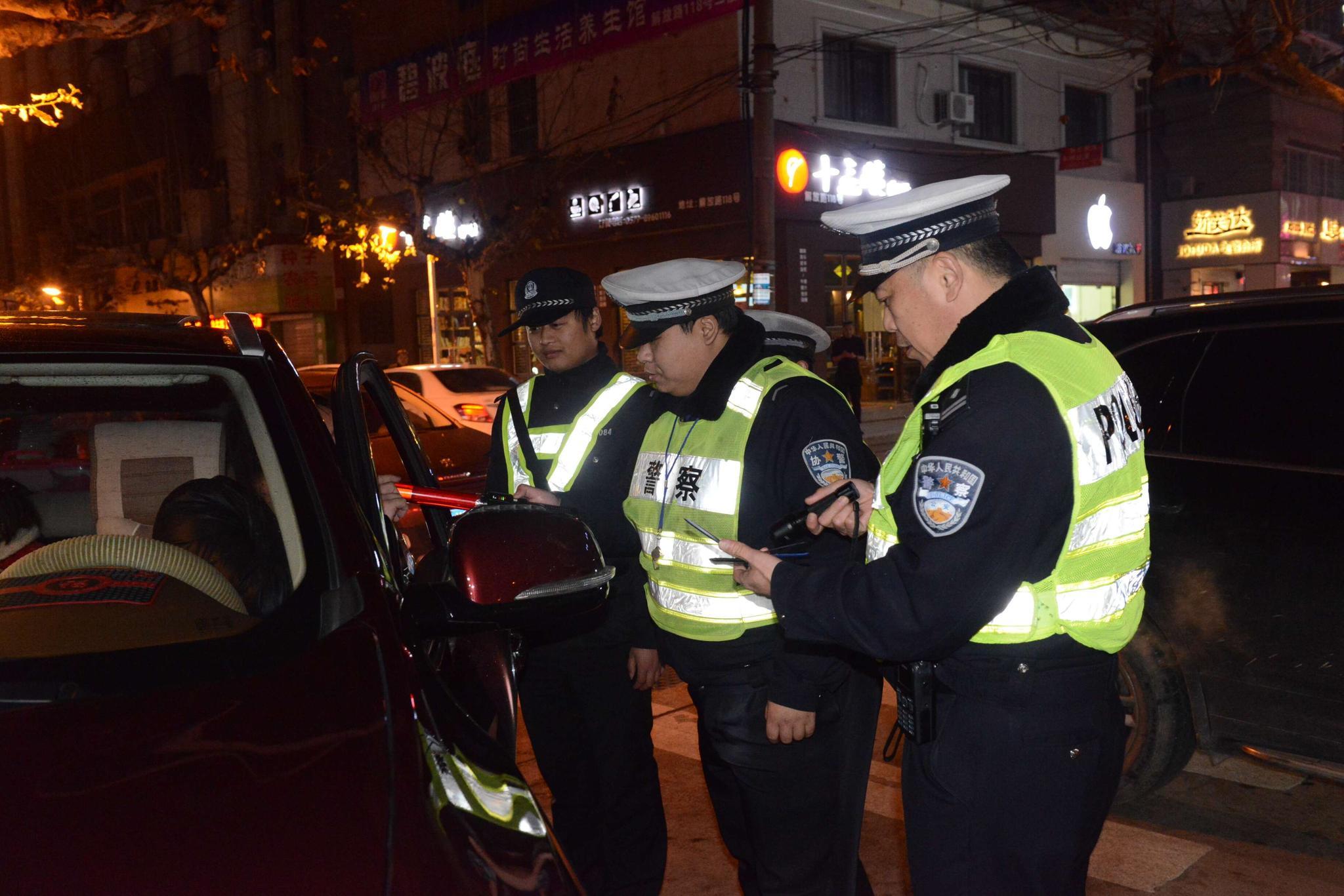 """秉持""""交警的办公室在路面上""""理念 东阳交通事故同比减少23人"""