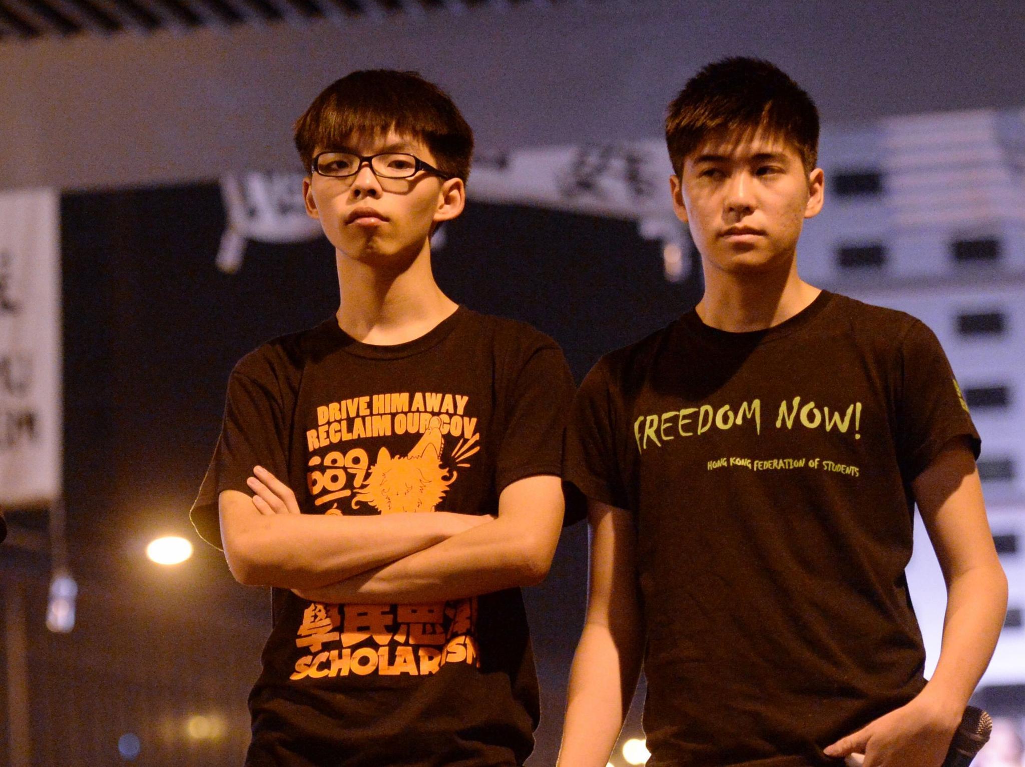 16名被告包括已认罪的黄之锋、岑敖晖。(香港《头条日报》)