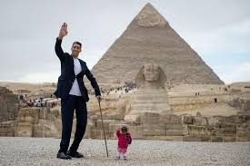 埃及请最大身高差组合推广旅游 两人相差