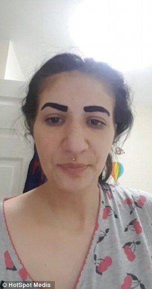 英国女子用纹眉液眉毛消失:包装是中文看