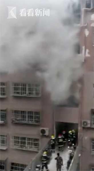 视频|儿童在家用电炉子取暖 引发火灾烧毁20万财产
