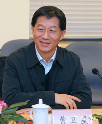"""(江苏省政府提供的官方简历中,未出现""""中共党员"""")"""