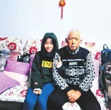 陈羽杨和爸爸在一起