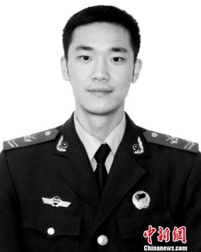 牺牲的年轻消防战士吴俊寰生前照片。内江消防提供
