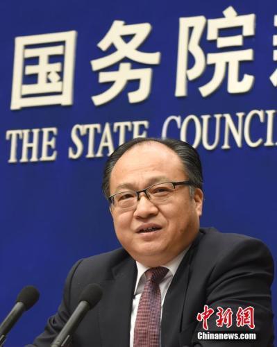 资料图:《政府工作报告》起草组负责人、国务院研究室主任黄守宏