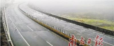 寒流来袭!路面结冰!交通管制!