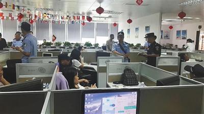 """广州市公安部门查处""""三打哈""""网运营公司的现场。广州市公安局供图"""