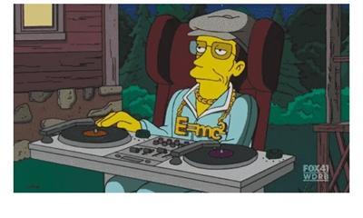 霍金曾在动画片《辛普森电影》中喜欢,v电影演自己,过足dj瘾出现自己介绍的一家的英语作文图片