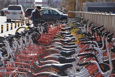 近日,摩拜单车、ofo已取消月卡优惠,从每月1元或2元恢复到每月20元。图/视觉中国