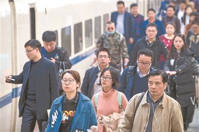 春运落幕:公路运量下降 铁路民航上升
