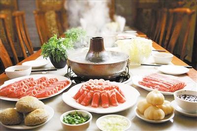流言揭秘:喝久煮火锅汤 会亚硝酸盐中毒吗?