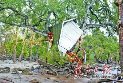 美国冬季风暴引发泥石流