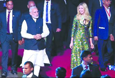28 日,在印度安得拉邦,特朗普女儿伊万卡作为白宫高级顾问与印度总理莫迪共同出席全球企业家峰会