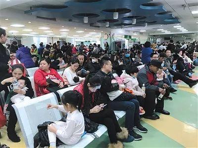 ▲2017年12月18日,北京,随着气温下降,流感进入高发期,北京儿童医院迎来冬季就诊高峰。图/视觉中国
