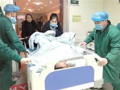 """""""有个危重产妇,立时就要送到手术室!"""""""