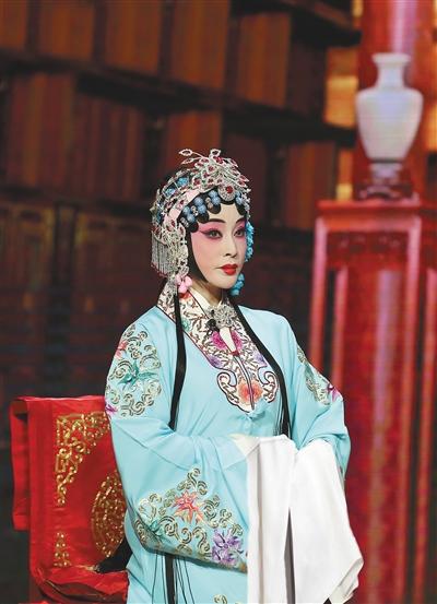 刘晓庆《传承中国》学京剧