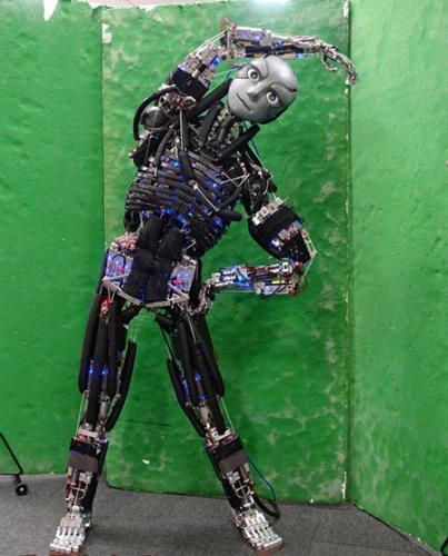 日本造出重现人类肌肉骨骼的机器人:可模拟人体39%的肌肉