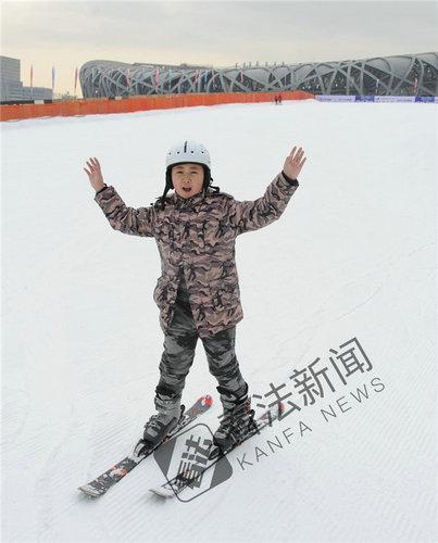 鸟巢滑雪场正式开滑 训练营由冠军带队指导(图