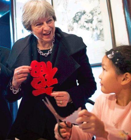"""英国首相把""""福""""字拿倒了?这是外国媒体不懂汉语的博大精深"""