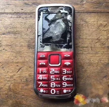 突然爆炸!12岁男孩手指被炸得粉碎!常这么用手机的快看