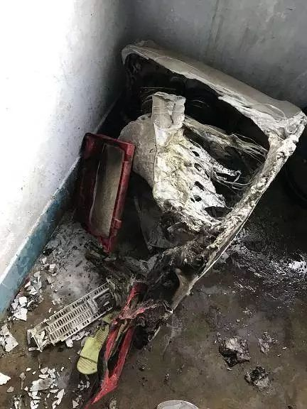 洗衣机突然爆炸!只因为把这种东西放了进去...窗户玻璃蹦碎,画面惨烈!你家也可能发生