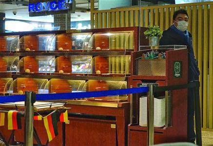 昨日,位于梅龙镇广场B1层的Johan Paris面包店已停业整顿。/晨报记者 朱影影