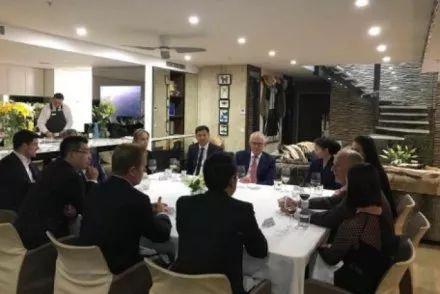 ▲11月24日,澳大利亚总理特恩布尔和中国富商共进晚餐。(澳大利亚广播公司)