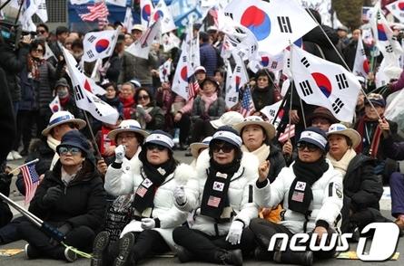 韩国保守团体举行集会