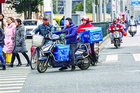 市民外卖订单无人配送被取消 平台:未出现骑手用工荒