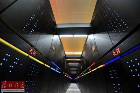 图为国防科技大学研制的天河二号超级计算机系统