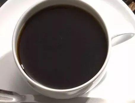 还在用茶水、饮料服药?医生告诉你这样可不行!