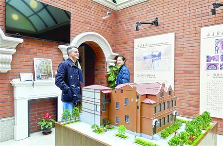 居住在附近的老外也对博物馆产生了浓厚的兴趣