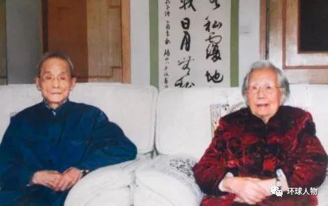 2009年,姚子健(左)在中央特科战友沈安娜(右)家中。