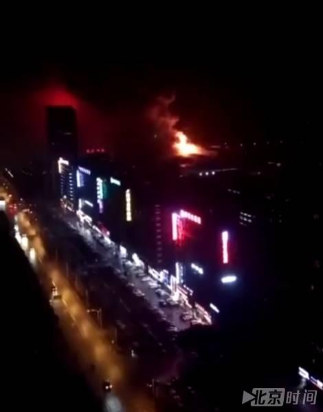 武汉电子厂起火爆炸 火光冲天