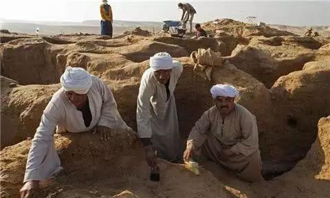 埃及开罗南部考古大发现 墓地被发现有大量宝藏