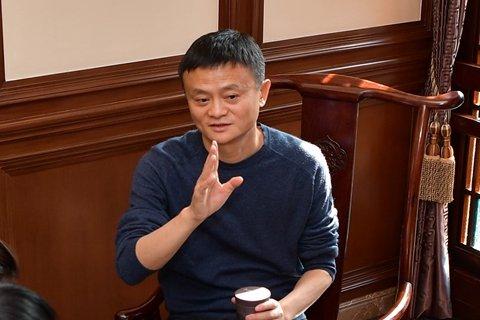 马云接受记者采访。阿里供图