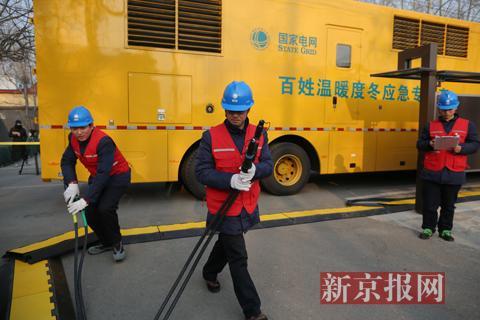 本日,顺义高丽营一村,北京电力构造发展夏季供电保证应急练习训练。新京报记者 侯少卿 摄
