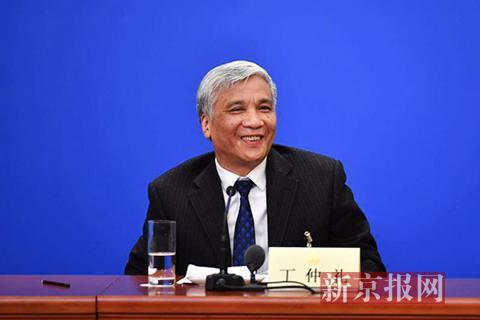 新当选的民盟中央主席丁仲礼首次在政协记者会上亮相。新京报记者 陶冉 摄