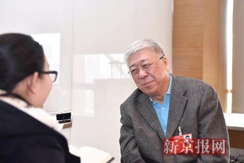 全国政协委员、北京市卫计委党委书记方来英接受记者采访。新京报记者 陶冉 摄