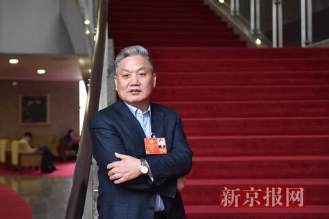 全国政协委员、申万宏源证券研究所首席经济学家杨成长。新京报记者 陶冉 摄