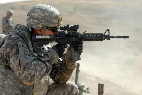 ▲资料图片:一名步兵持枪进行训练。(美国陆军)