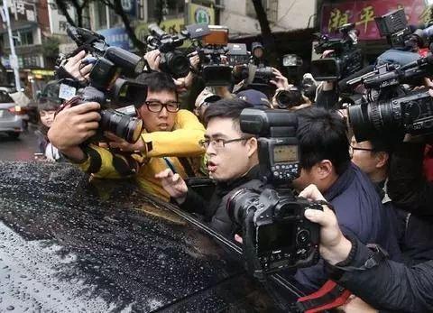 """新党青年王炳忠19日被台""""调查局""""带走。(图片来源:台媒资料图)"""