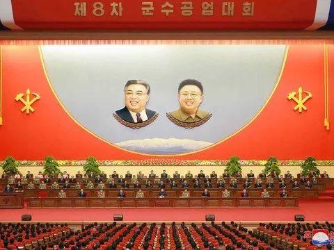 """▲12月11日,朝鲜第八届军需工业大会在平壤""""425""""文化会馆开幕,朝鲜最高领导人金正恩出席。"""
