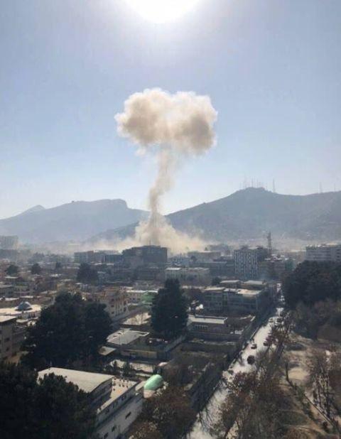 阿富汗自杀式爆炸袭击已致95死163伤:救护车满载炸药被引爆