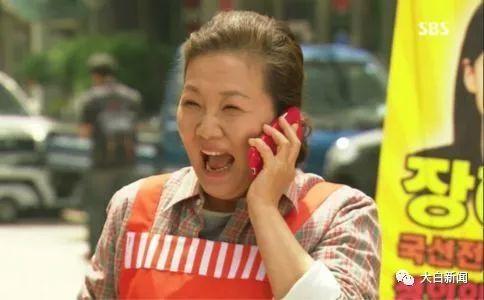 韩剧中妈妈街上贴满海报,庆祝女儿通过国选律师考试