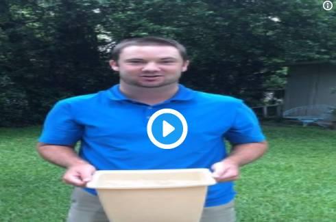 """▲珍妮特的表哥肯尼迪上传自己参加""""冰桶挑战""""的视频    图据社交媒体"""