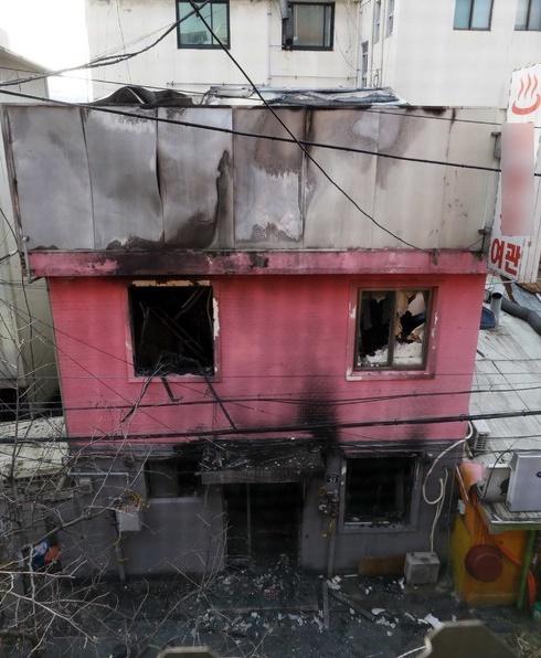 韩国醉汉跑旅馆找小姐遭拒 泼汽油纵火烧死5人
