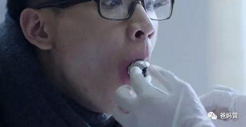 """网红""""灯泡糖"""",绝对不要买!塞进嘴里,拿不出来!可能窒息!"""