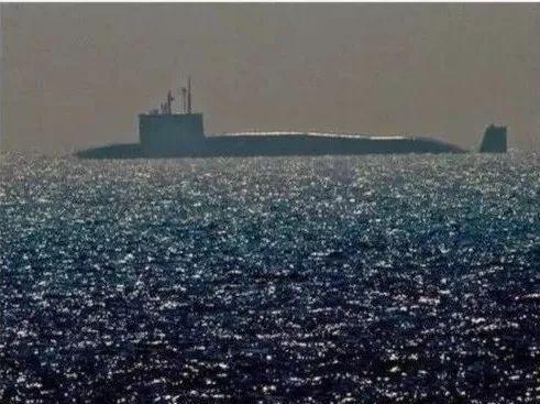 """▲印度""""歼敌者""""级核潜艇离开港口。"""